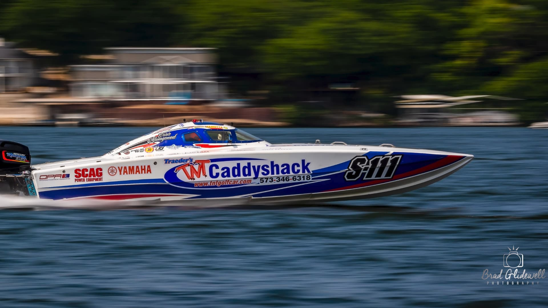 Boat racing at Lake of the Ozarks
